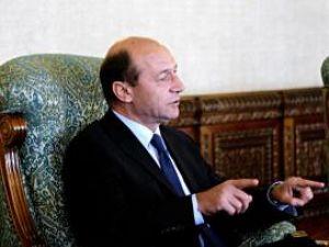 """Băsescu după consultări:: """"N-aş vrea să văd pe cei care n-au venit zgâriind în poartă când se fac guverne"""""""