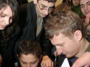 Dorin Goian s-a împărţit între înmânarea de premii şi acordarea autografe