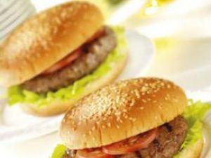 În America, hamburgerul este unul dintre cele mai populare preparate din carne de vită. Foto: FoodFolio