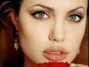 Angelina Jolie intenţionează să se retragă de la Hollywood