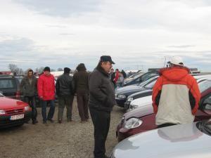 Târgul de maşini de la Cumpărătura: ofertă bogată, cumpărători puţini
