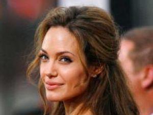 Angelina Jolie ajută sinistraţii inundaţiilor din Italia
