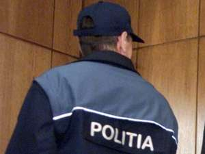 Poliţist cercetat de procurori pentru că ar fi măsluit dosarul morţii unei bătrâne
