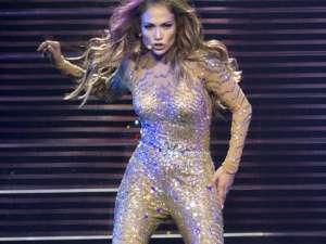 Jennifer Lopez a plâns pe scenă când a cântat o piesă despre foştii ei parteneri de viaţă