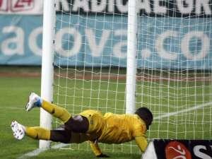 Yero Bello, de la FC Vaslui, înscrie un gol, în timpul meciului cu FCM Târgu Mureş Foto: Mediafax