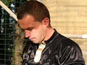 Arbitrul Ionuţ Avădanei a devenit un abonat la pumni, picioare şi înjurători pe terenurile de fotbal din judeţ