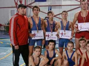 Luptătorii suceveni pregătiţi de antrenorii Andrei Bolohan şi Daniel Ciubotaru au avut o comportare foarte bună la turneul internaţional de la Satu Mare