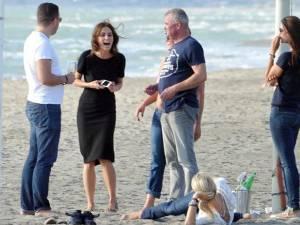 Catrinel Menghia, la plajă alături de prieteni
