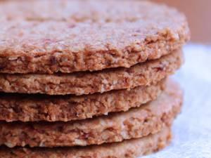 Biscuiți digestivi cu semințe și fructe uscate. Foto: pinterest.com