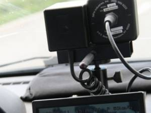 Bărbat cu permisul suspendat, prins de radar conducând cu viteză