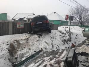 Şoferul care a provocat vineri un accident la Boroaia s-a ales cu dosar penal pentru cinci infracţiuni