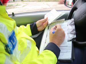 Prins fără permis la volan după ce a fost oprit pentru că circula cu viteză prin localitate