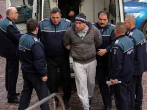 Alexandru Hutuleac, în timp ce era dus în fața magistraţilor de la Tribunalul Suceava