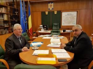 Construirea a două noi grădinițe și finalizarea altor investiții, discutată de primarul Sucevei cu ministrul Valentin Popa