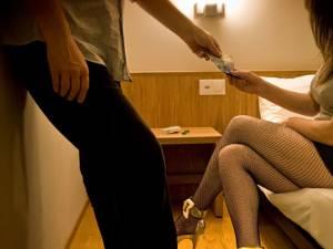 Povestea unei fete de 14 ani, adusă la Suceava ca bonă şi transformată în prostituată. Foto: ziarulderoman.ro