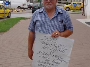 Antrenorul Toader Flămând a protestat în centrul Sucevei