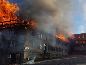 Incendiu puternic la chiliile Mănăstirii Roșiori