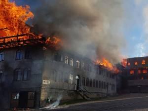 Imagini de coşmar, cu flăcările extinse pe 1.400 de mp