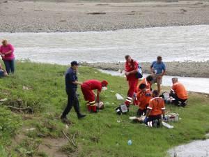 Cele două fete au fost resuscitate de personalul medical sosit la fata locului, însă au fost declarate până la urmă decedate
