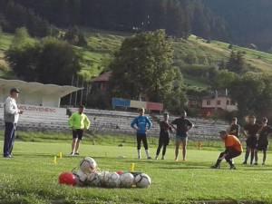 Antrenamentele câmpulungenilor se desfăşoară pe stadionul Rarăul