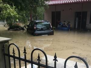 Ploile torentiale au creat probleme în județ miercuri după amiază