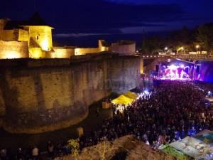 Publicul adunat la Bucovina Rock Castle