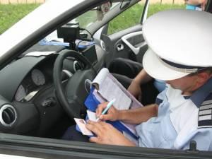 S-au urcat la volan fără a avea dreptul de a conduce şi s-au ales cu dosare penale