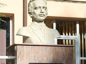 Bustul poetului Nicolae Labiș