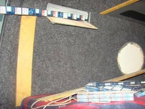 Peste 1.800 de pachete de ţigări de contrabandă, descoperite în pereţii unui microbuz