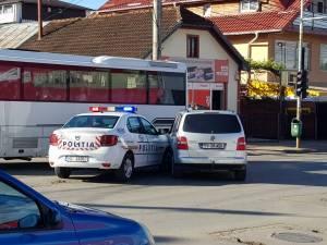 Maşină de poliţie în misiune, implicată într-o tamponare în Burdujeni