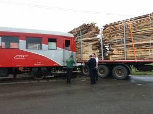 Automotorul Malaxa a intrat în coliziune cu un tir încărcat cu cherestea