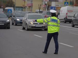 Un polițist care acționează în municipiul Suceava va putea ridica și zeci de permise de conducere într-o zi