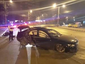 Şofer încarcerat după ce a intrat cu maşina într-un stâlp