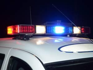 Beat şi fără permis la volanul unei maşini, s-a mutat pe scaunul din dreapta când l-au oprit poliţiştii
