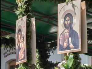 """Programul slujbelor la Mănăstirea """"Sfântul Ioan cel Nou"""", în Săptămâna Patimilor"""