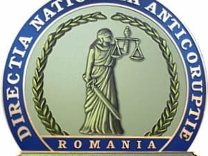 DNA a descins la trei instituții din Suceava și la domiciliile a trei polițiști