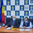 Ion Lungu, Gheorghe Flutur, președintelui Organizației Județene a PNL, și Ioan Balan, prim- vicepreședintelui PNL