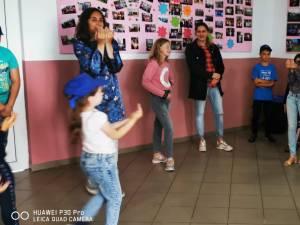 """40 de copii de la Școala Preutești, două săptămâni la școala de vară """"cu scLipici"""""""