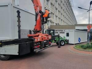 Spitalele din județ extind cu containere spațiul pentru triajul pacienților