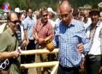 Băişanu, singurul politician care a muls o oaie la Hora Bucovinei