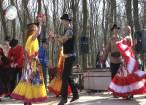 """Romii din Dolhasca au serbat ieri """"Joia Verde"""" şi Ziua Internaţională a Romilor"""