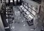 Imagini cu individul care a amenințat cu pistolul un client al cazinoului, surprinse de camerele de supraveghere